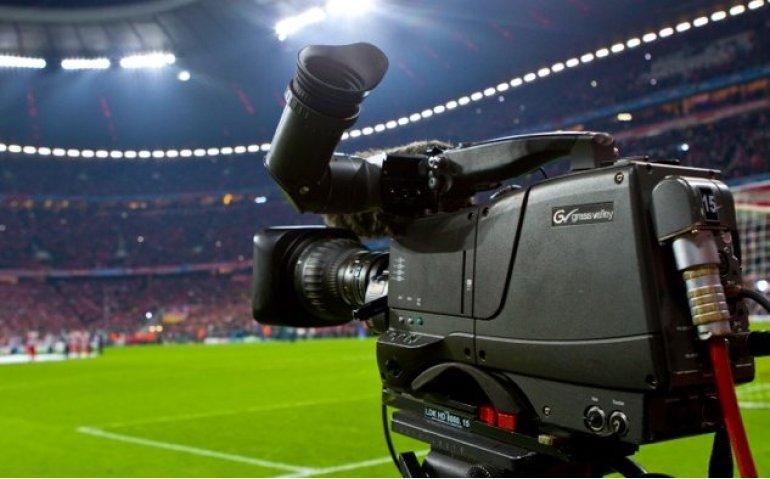 Veel live voetbal op publieke omroep en FOX Sports