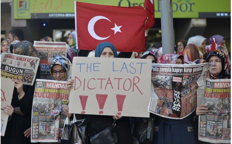 Protest tegen turkije na opnieuw sluiten tv-zenders