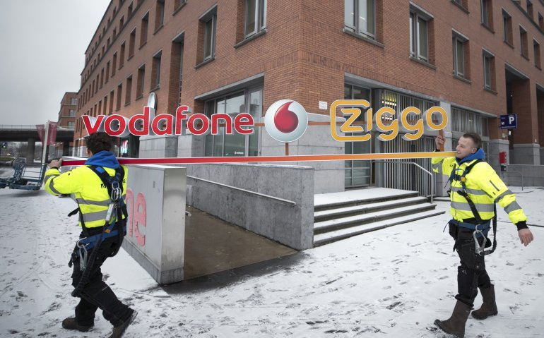 Ziggo en Vodafone vallen KPN Compleet aan