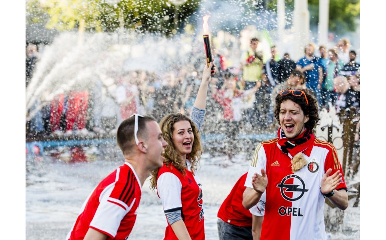 Huldiging Feyenoord op Coolsingel Rotterdam live op tv, radio en internet