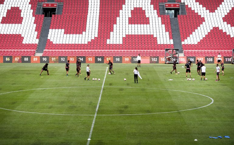 Ajax in Champions League tegen Nice live op tv, radio en internet