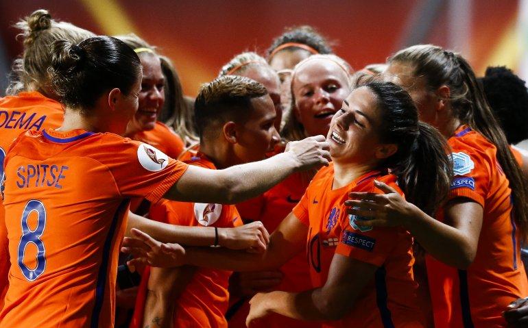 Oranjeleeuwinnen in EK voetbalfinale tegen Denemarken live op tv en radio