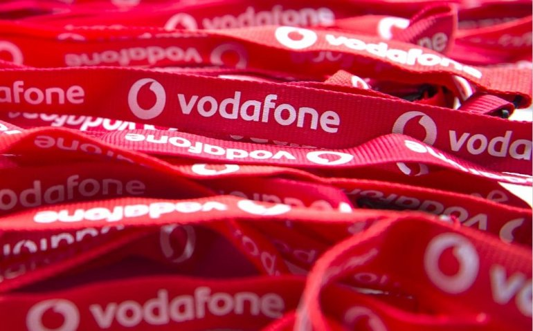 Vodafone zet uitzendmast mobiele telefonie op de maan