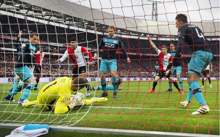 Voetbalklassieker PSV – Feyenoord live op tv en radio