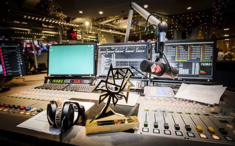 'Schrap NPO 3 en enkele publieke radiozenders'