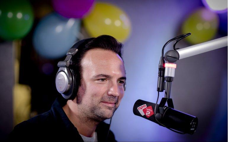 NPO Radio 2 best beluisterde radiozender; 3FM zakt verder weg