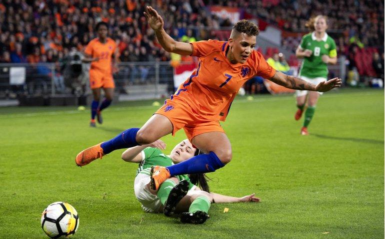Voetbal: Oranjeleeuwinnen tegen Noord-Ierland live op Veronica