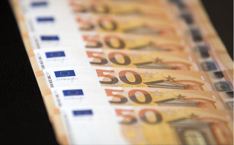 NPO moet eigen bankrekening plunderen en 62 miljoen euro bezuinigen