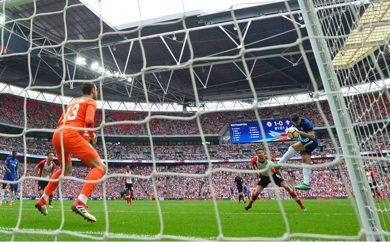 UEFA Supercup eerste voetbalklus Genee en Van der Gijp op Veronica