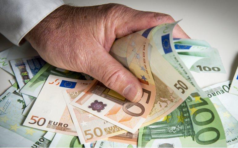 illegaal aan geld komen