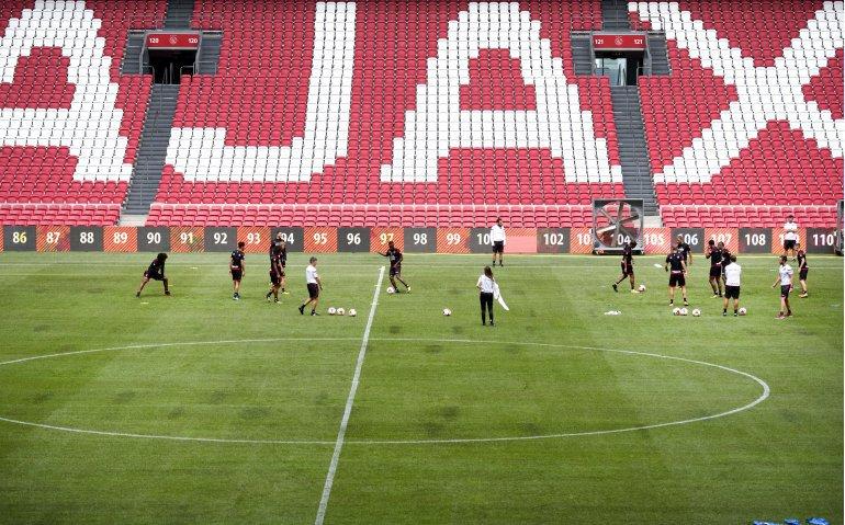 Voetbalklassieker Ajax – Feyenoord live op televisie en internet