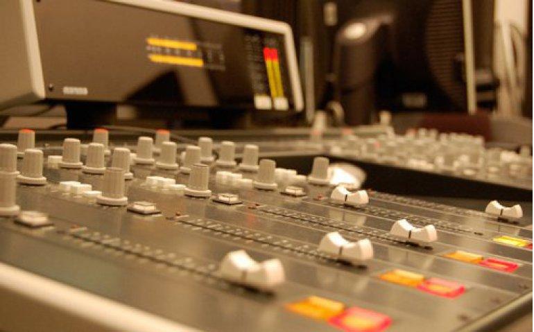 Radiopiraat Freewave Leiden keert online terug