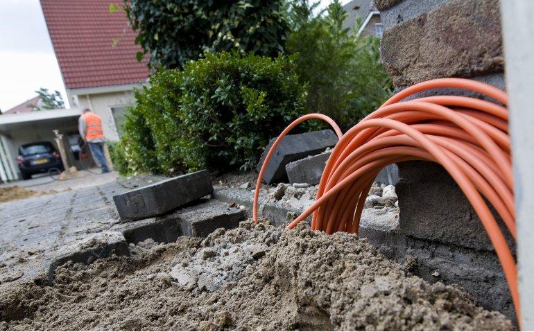 Strijd tussen kabel (Ziggo) en glasvezel (KPN) laait weer op