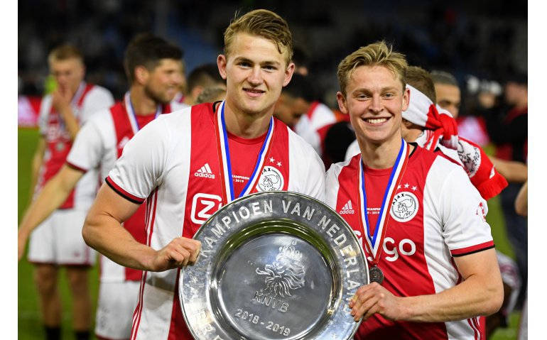 Huldiging landskampioen voetbal Ajax live op AT5 en FOX Sports