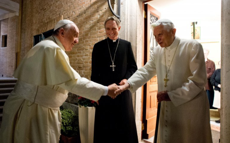 RAI satelliet Pope emeritus Benedict XVI and Pope Francis