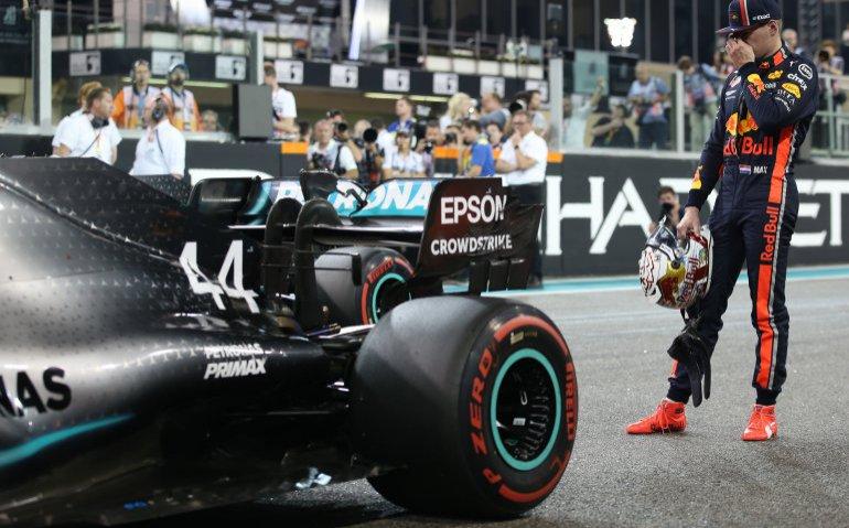 Max Verstappen blijft in pitstraat: Formule 1 uitgesteld