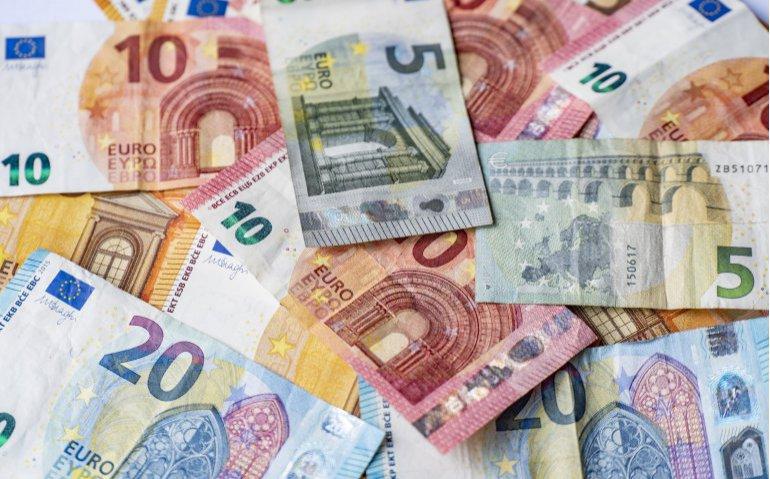 Geld verdienen door overstappen televisie en internet