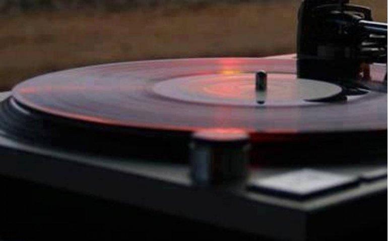Q Music na NPO Radio 2 de grootste, Talpa Radio in het nauw