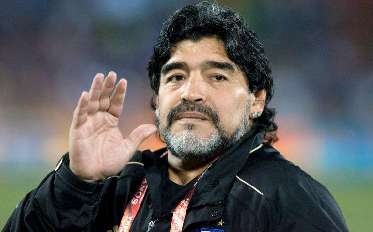 Breaking news bij nieuwszenders: Voetballer Maradona overleden