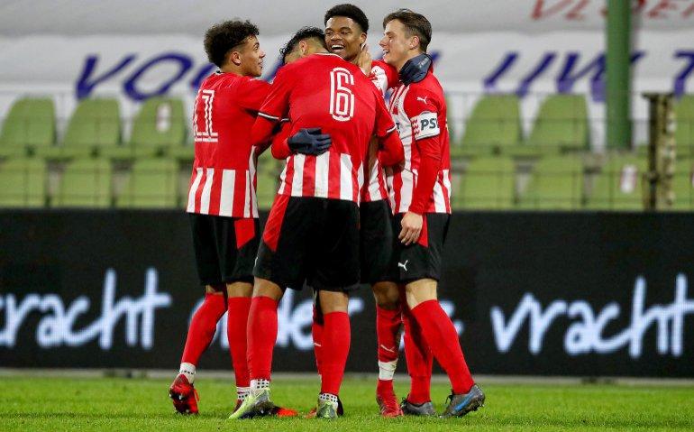 Waar kan je eredivisietopper PSV - AZ live volgen?