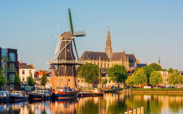 KPN begint aanleg glasvezel in Haarlem, in Zwolle dit jaar voltooid