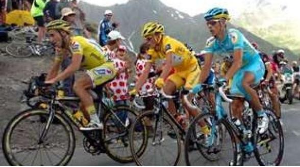 NOS blijft wielrennen trouw