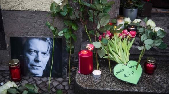 NPO, 192TV en Radio 10 eren overleden zanger David Bowie