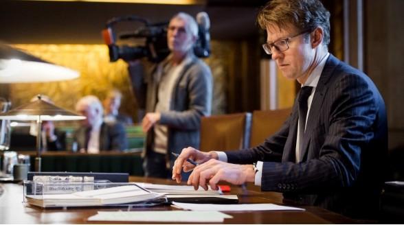 Sander Dekker door Mediawet op de knieën in Eerste Kamer